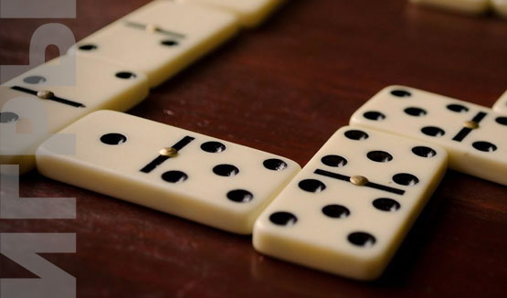 игра в кругу семьи домино-пятёрки